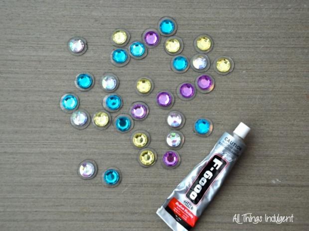 DIY Jewel Necklace glue